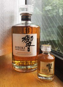 Beispiel für einen Premium Blend: Hibiki, 17 Jahre von ウィキ太郎 (Wiki Taro) (Eigenes Werk) [Public domain oder CC0], via Wikimedia Commons